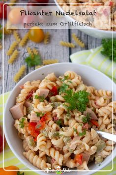 Der beste Nudelsalat pikant, ideal als Grillbeilage - MeineStube Recipe for a delicious pasta salad Spicy Pasta Salads, Bruschetta Chicken Pasta, Healthy Pasta Recipes, Healthy Pastas, Cooking Recipes, Barbacoa, Pizza Hut, Barbecue Sauce Recipes, Grilled Meat