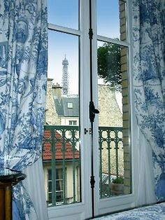 Hotel Gavarni offer a view on the parisian roofs
