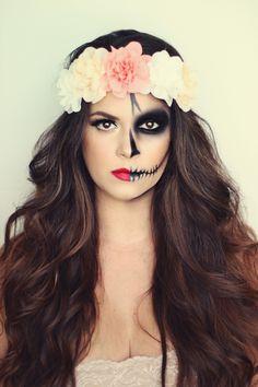 Halloween make-up ideas for women: How to really scare .-Halloween Schminkideen für Damen: So erschrecken Sie richtig! Wow, that& a great Halloween make-up. Half scary and the other half beautiful. A real eye-catcher. up makeup - Skeleton Makeup Half Face, Half Skull Makeup, Day Of The Dead Makeup Half Face, Half Skull Face Makeup, Day Of Dead Makeup, Skeleton Makeup Tutorial, Skeleton Face Paint Easy, Half Skull Face Paint, Cat Skeleton