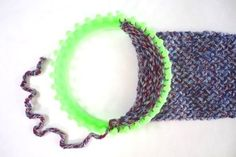 How to knit an infinity scarf on a loom steps with pictures Loom Knitting Scarf, Round Loom Knitting, Loom Scarf, Loom Knitting Patterns, Diy Scarf, Double Knitting, Crochet Patterns, Loom Knitting For Beginners, Easy Knitting Projects