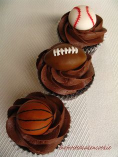 Tuesday Toppers: Sports Cupcakes by jewelsb78(thefrostedcakencookie), via Flickr