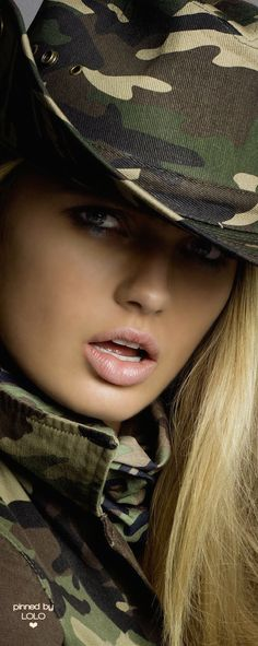 Romee Strijd by Inez & Vinoodh for Vogue Paris March 2015 Military Inspired Fashion, Camo Fashion, Military Fashion, Military Chic, Military Green, Army Green, Safari Chic, Love Hat, African Safari