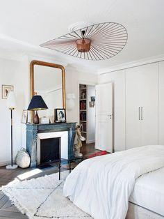 A Paris, un appartement classique au look bohème