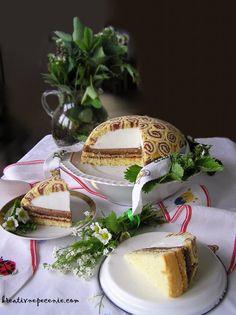 Z rolád mám najradšej tie úplne jednoduché, nadýchané piškótové cesto potreté obyčajným lekvárom.Aby tento týždeň nebol len o natretej roláde s lekvárom, pripravila som si túto klasickú maškrtu v spojení s nízkotučným tvarohom. Dessert Recipes, Desserts, Camembert Cheese, Panna Cotta, Cheesecake, Ethnic Recipes, Food, Mascarpone, Dulce De Leche