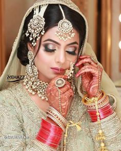 There are endless ways to nail your perfect bridal eye makeup look! Here are our favourite bridal makeup looks for you to choose from! Bridal Eye Makeup, Bridal Makeup Looks, Hd Makeup, Airbrush Makeup, Enchanted Bridal, Royal Purple Color, Butterfly Eyes, Cut Crease Eye, Learn Makeup