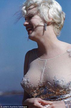 Some Like It Hot Marylin Monroe as Sugar Kane Kowalsky wearing a nude chiffon cocktail dress. The idea was to design a dress Marilyn would look naked in; Fotos Marilyn Monroe, Marylin Monroe Body, Orry Kelly, Some Like It Hot, Comedy Films, Joe Dimaggio, Norma Jeane, Jolie Photo, Kylie Minogue