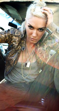 Gwen Stefani - multiple chains, minimalist makeup, cool hair, awesome rings, great pose.
