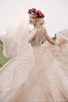 sesja-niepolomice-floral-concept-store (17) Mermaid Wedding, Concept, Store, Wedding Dresses, Floral, Fashion, Bride Dresses, Moda, Bridal Gowns