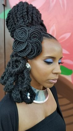 We've been working together for a few years now...i literally START and finish the #makeup while @eziyah_element is working so I can sit back and watch him create beautifully dramatic #coiffures (*plus I'm fast & efficient) @unique_naturalzsalon #locdnatural #locs #bestlocticians #afropunk #locupdo #mua #africanart #locology #starcrushedminerals #oshun #astrofuturism #creativehairdesign #hmu #bts #maquilladoraprofesional #bridalhair #atlantahairandmakeup #hairart