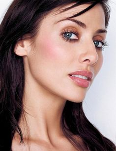 See Natalie Imbruglia pictures, photo shoots, and listen online to the latest music. Face Photography, Glamour Photography, Suttle Makeup, Natalie Imbruglia, Natalie Cole, Look Into My Eyes, Stunning Women, Female Singers, True Beauty