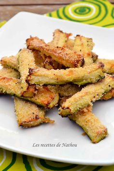 Zucchini with Parmesan for aperitif: 2 zucchini, 2 eggs, breadcrumbs, parmesan … Veggie Recipes, Vegetarian Recipes, Snack Recipes, Cooking Recipes, Healthy Recipes, Food In French, Vol Au Vent, Parmesan, Food Inspiration