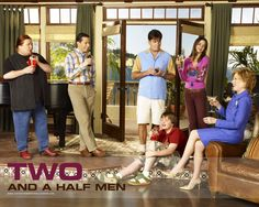 two and half men w/charlie sheen | Despedido Charlie Sheen – Aparece Exibindo Um Enorme Facão