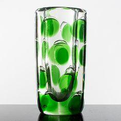 "SAARA HOPEA - Glass vases ""Pantteri"" SH 109 (Panther) designed 1954 for Nuutajärvi Notsjö, in production Finland. Glass Design, Design Art, Bukowski, Modern Contemporary, Retro Vintage, Glass Vase, Mid Century, Beautiful, Color"