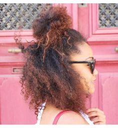 Le half bun se porte aussi sur cheveux crépus !