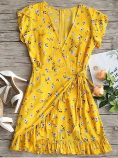 With pretty tiny floral prints throughout, this dress features a relaxed surplice fit, a sexy plunge collarline and cute ruffle hem details. The self-tie design makes it an overlap style. 2019 sundress summer Plunging Neck Floral Ruffles Dress In YELLOW Vestidos Pin Up, Mini Vestidos, Vestidos Vintage, Mini Dresses For Women, Cute Dresses, Casual Dresses, Short Dresses, Party Dresses, Ruffle Dress