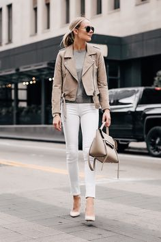 Jackets are one of my favorite things to buy during the fall/winter season. One of my favorite jackets to date, is this Blanknyc suede moto jacket. Jean Jacket Outfits, Leather Jacket Outfits, Jacket Jeans, Beige Outfit, Tan Leather Jackets, Jeans Outfit Summer, Suede Moto Jacket, Fashion Jackson, Beige