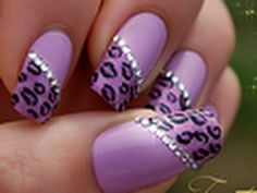 Tuto nail art réalisé à partir d'une french manucure violette. Nail art tutorial with French manicure. ► Product used and nail art pics on my blog: http://na...