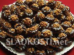 Išlské dortíčky Christmas Cookies, Cereal, Muffin, Food And Drink, Breakfast, Cupcakes, Xmas Cookies, Morning Coffee, Cupcake Cakes