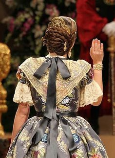 1800s Fashion, Folk Costume, Traditional Dresses, Victorian, Regional, Ribbons, Sewing Ideas, Frozen, History
