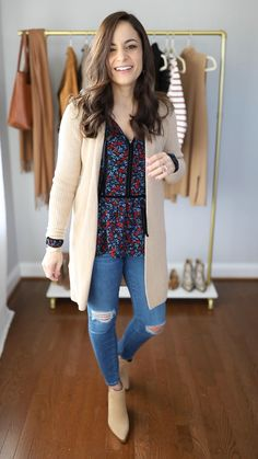 Four petite friendly, causal outfits for winter. You are in the right place about fall fashion Here we offer you the most beautiful pictures about the fashion girl you are looking for. When you examine the Four petite friendly, causal outfits for winter. Office Outfits Women, Winter Outfits For Work, Winter Outfits Women, Business Casual Outfits, Casual Winter Outfits, Winter Fashion Outfits, Mode Outfits, Spring Outfits, Fashion For Winter