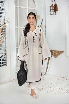 Pakistani Fashion Party Wear, Pakistani Dress Design, Pakistani Kurta Designs, Mode Abaya, Mode Hijab, Stylish Dress Designs, Stylish Dresses, Iranian Women Fashion, Kurta Neck Design