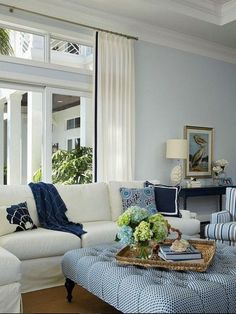 Florida Beach House with Classic Coastal Interiors Coastal Living Rooms, My Living Room, Living Room Furniture, Living Room Decor, House Furniture, Blue And Green Living Room, Beach Living Room, Furniture Movers, Decor Room