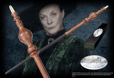 The wand of Professor Minerva McGonagall, Head of Gryffindor House and Transfiguration at Hogwarts. Character box contains name clip. Harry Potter Film, Harry Potter Professors, Harry Potter Shop, Harry Potter Merchandise, Harry Potter Spells, Harry Potter Drawings, Harry Potter Tattoos, Baguettes Harry Potter, Hogwarts