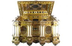 Another piece from the Gonzaga family vault. This one's an ornate reliquary (box for storing religious relics) from the Vincenzo Gonzaga collection.