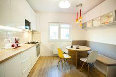 Definitia designului functional intr-un apartament de 3 camere din Bucuresti- Inspiratie in amenajarea casei - www.povesteacasei.ro Ap 12, Home Kitchens, Kitchen Design, Ikea, House Design, Table, Furniture, Ideas Para, Home Decor