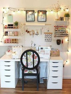 New craft room storage desk shelves ideas Sewing Room Design, Sewing Room Decor, Craft Room Design, Sewing Rooms, Sewing Diy, Sewing Studio, Diy Beauty Storage, Craft Room Lighting, Lighting Ideas