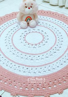 Salmon and White Crochet Rug- Tapete de crochê branco e salmão Crochet Salmon and White Rug – Buy Online - Knit Rug, Crochet Carpet, Crochet Rug Patterns, Knitting Accessories, Love Crochet, Loom Knitting, Floor Rugs, Rugs On Carpet, Crafts To Make