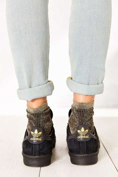 Unde găsim șosete de lurex 80s Shoes, Sock Shoes, Socks Outfit, Fashion Socks, Fashion Heels, Looks Style, Mode Style, Ballerinas, Casual Chic