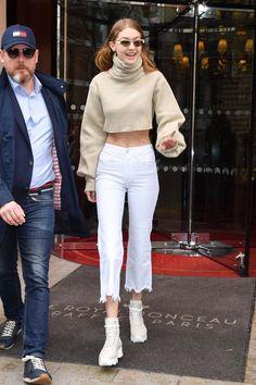 March Gigi hadid leaving the Royal Monceau hotel in Paris, France Looks Gigi Hadid, Bella Gigi Hadid, Bella Hadid Style, Look Fashion, Fashion Models, Fashion Outfits, Womens Fashion, Yolanda Foster, Gigi Hadid Outfits