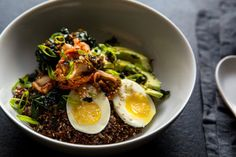 Melissa Clark assembles a hearty meal with quinoa, kale, kimchi, egg and a simple dressing. Andrew Scrivani for The New York Times Quinoa and Rice Bowl With Kale, Kimchi and Egg