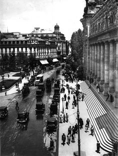 victoriei in fata palatul postei 1928 nicolae ionescu Old Pictures, Old Photos, Vintage Photos, Little Paris, Bucharest Romania, Old City, Vintage Photography, Wonderful Places, Big Ben