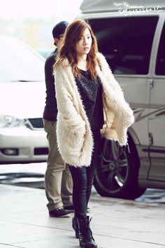 http://taeyeonism.com/taeyeon-in-airport-2012/