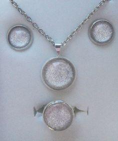 Tal vez un conjunto por la primera comunión? Aretes, colgante y anillo en tamaños especiales para niñas - by Be-Trend Bisutería