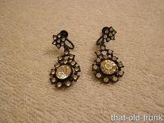 Vintage-Black-Japanned-Metal-White-Rhinestones-Dangle-Screw-Earrings