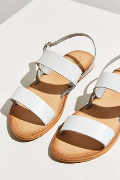 Minimalist genuine leather sandal with double strap slide upper and adjustable slingback strap laid on a flat rubber sole for a sunshine-ready style that goes with absolutely everything. Women's Shoes, Sock Shoes, Me Too Shoes, White Sandals, Leather Sandals, Shoe Room, Slingback Sandal, Types Of Shoes, Summer Shoes