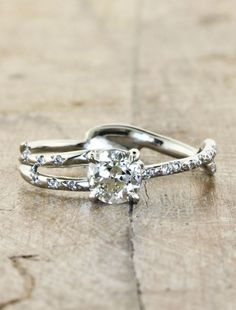 This site has beautiful nature inspired rings....a gurl can dream!!