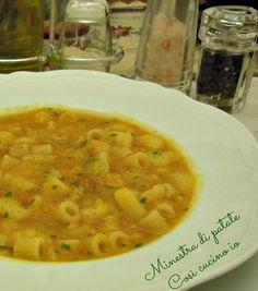 Minestra di patate, ricetta confort Chowder Recipes, Soup Recipes, Dinner Recipes, Cooking Recipes, Beef Tagine, Tuscan Bean Soup, Confort Food, Vegetable Soup Healthy, Pasta E Fagioli