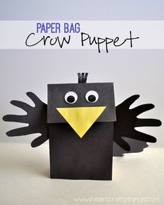 Make a Crow Puppet out of a Paper Bag lunch sack! Fun Fall Kids Craft from I Heart Crafty Thin. Paper Bag Crafts, Paper Plate Crafts For Kids, Animal Crafts For Kids, Crafts For Kids To Make, Paper Craft, Daycare Crafts, Preschool Crafts, Preschool Christmas, Christmas Crafts