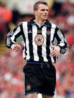 Dietmar Hamann (1998-99) 23 league apps, 4 gls. Retro Football, Football Soccer, Newcastle United Football, Best Football Players, Black N White, Back In The Day, Premier League, Army, Sport