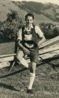 Here is a worker out on the field wearing the traditional Lederhosen. I will be using this pose within my photo shoot. Vintage Posters, Vintage Photos, German Lederhosen, Laos, German Costume, German Boys, People Of The World, Costume Contest, Traditional Outfits