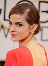 Golden Globes Emma Watson In Dior A Full Outfit The British Actress Wore French Label S Double Pearl Asymmetric Mise En Earring On Her