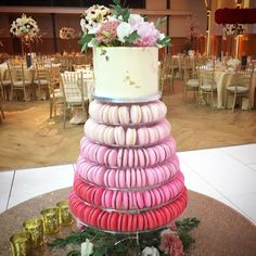 A showstopper as well as something unique! An ombré pink tower of soft and delicately chewy macarons with a 6 inch vanilla buttercream cake decorated with edible gold and fresh flowers. Buttercream Cake Decorating, Macaron Tower, Wedding Cake Alternatives, Cakes Today, Vanilla Buttercream, Fresh Flowers, Dessert Table, Macarons, Yummy Treats