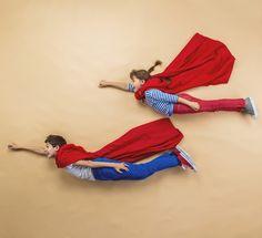 Fotospaß mit Superhelden. • Foto: Halfpoint / Fotolia.com