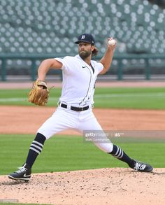 News Photo : Daniel Norris of the Detroit Tigers pitches... Mlb Pitchers, Cincinnati Reds, Detroit Tigers, Baseball Field, Athletes, Game, News, Games, Toy