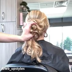 Hair updo video on how to create a low bun hairstyle bun hairstyles Beautiful wedding updo Low Bun Hairstyles, Little Girl Hairstyles, Wedding Hairstyles, Stylish Hairstyles, Hairstyles Videos, Prom Hair Updo, Bridal Hair Updo, Curly Hair Styles, Pinterest Hair