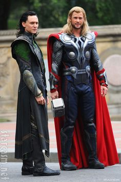 Tom Hiddleston and Chris Hemsworth filming The Avengers